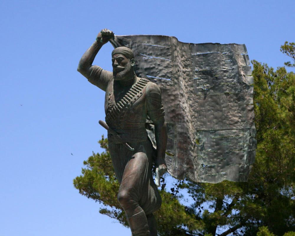 Statur des Helden Spyros